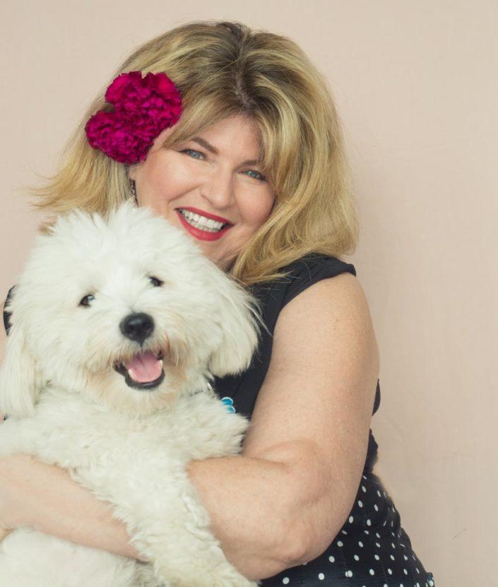 portrait de femme ronde avec son chien