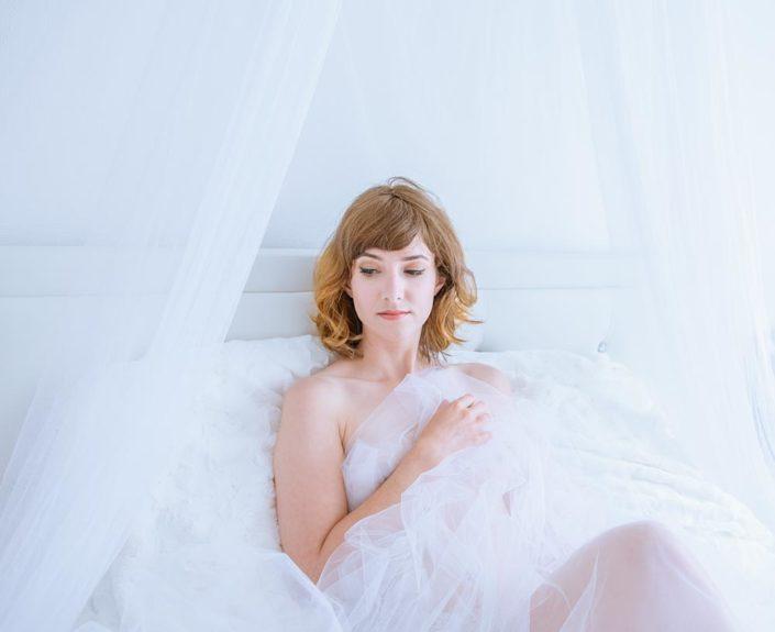 photo de femme boudoir glamour feminité voile