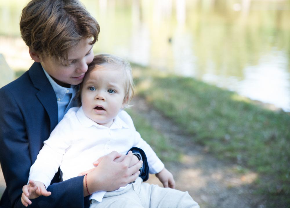 photo de famille les enfants et un bébé