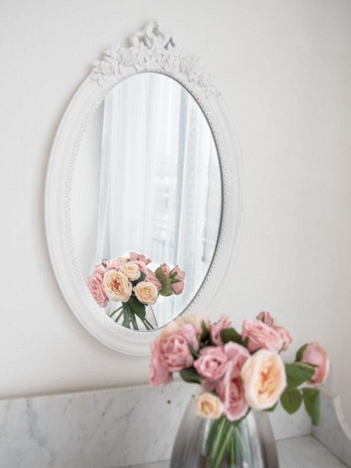 studio photo miroir et fleurs
