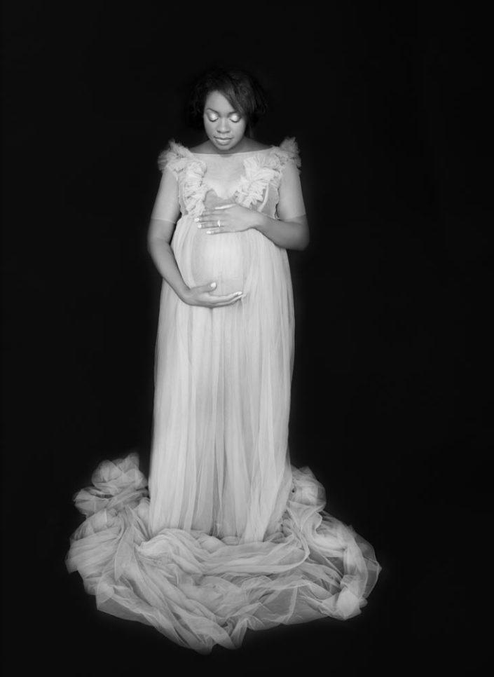 portrait femme enceinte noir et blanc