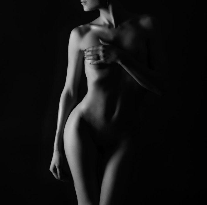 nu artistique femme noir et blanc